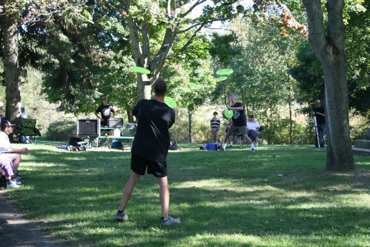 Flying Aces Frisbee doing an outdoor demo