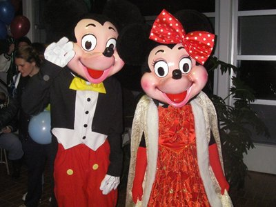 2 people dressed up in Micky and Mini Mouse costumes